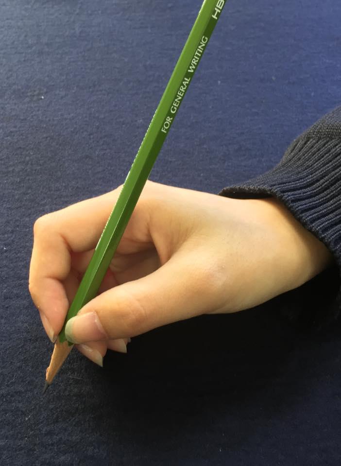 『意外と奥が深い』ペンの正しい持ち方講座! ~3本は添えるだけ~